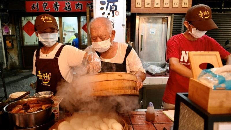 80-year Old Wu Huang-Yi