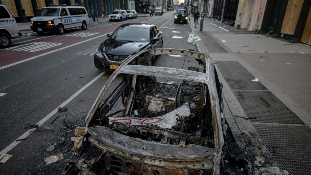 A Destroyed Police Car After a Night of Protest in New York.afp