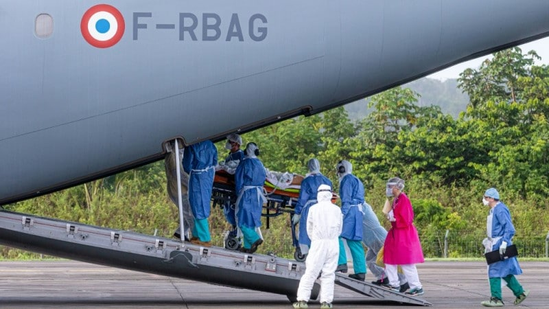 A Patient with COVID-19 Carried into an Airbus A400M.afp