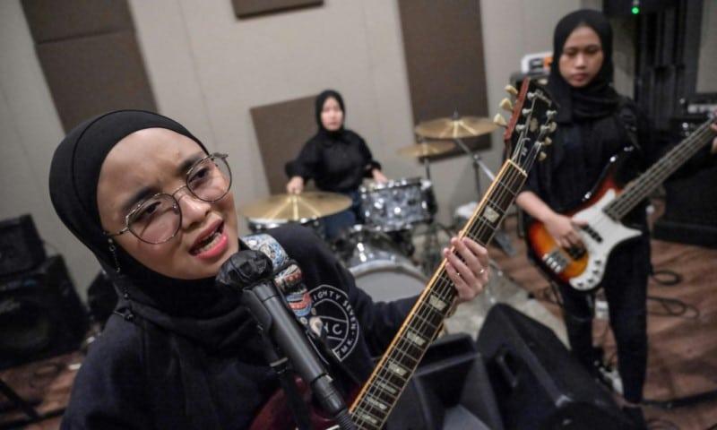 All-female Band VOB