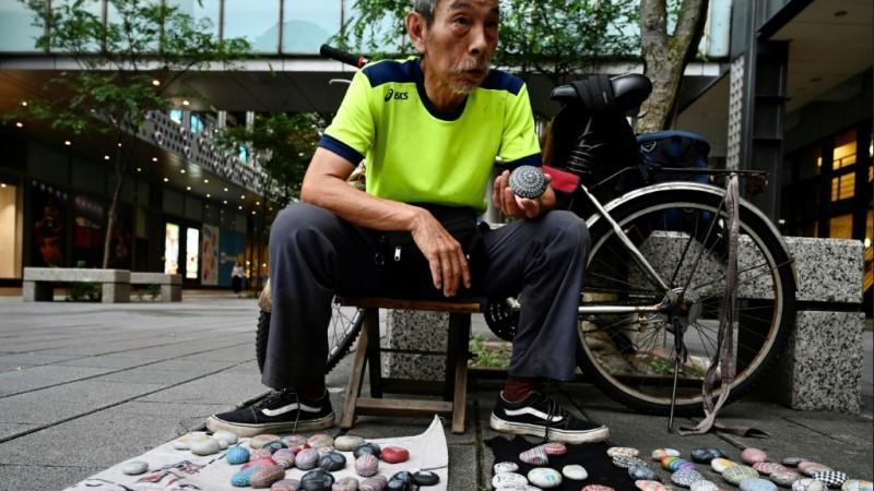 Artist Wu Rong-bi as Uncle Stone.afp