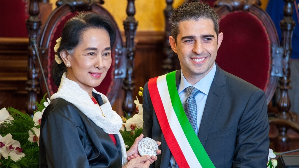 Aung San Suu Kyi riceve il sigillo della città di Parma ©Città di Parma