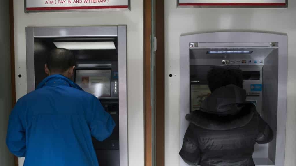 Banks in China to Disinfect Yuan Bills China.afp