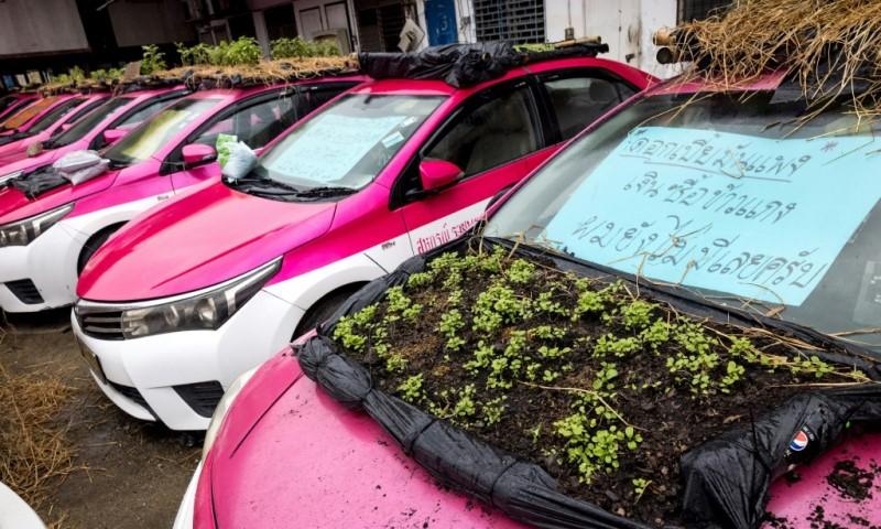 Car Left Idle in Bangkok