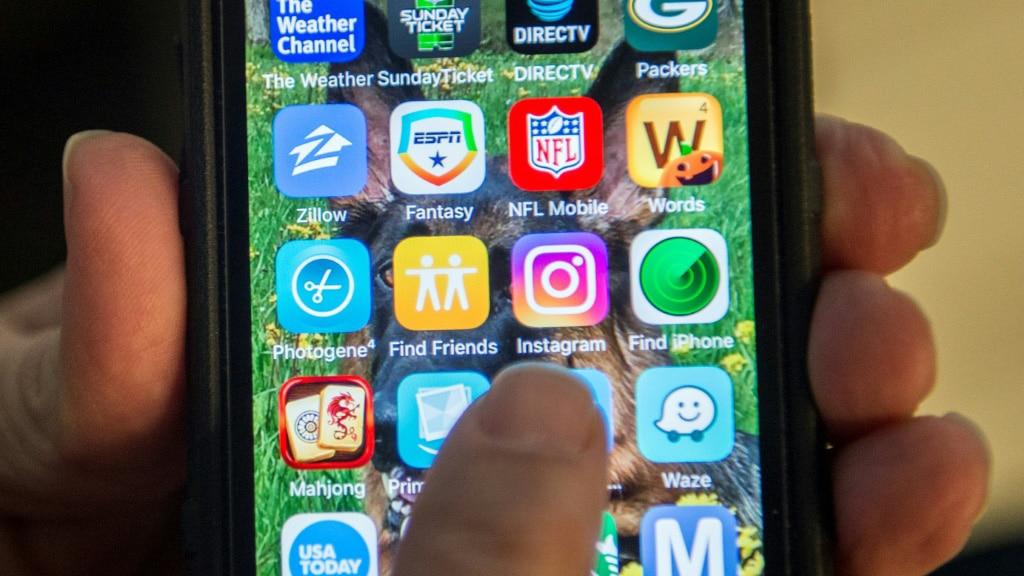Cheeers and Jeers via Smathphone New App Being Develop in Japan.afp