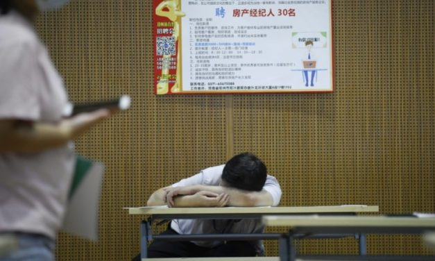 China's Young Jobseekers Struggle Despite Economic Recovery