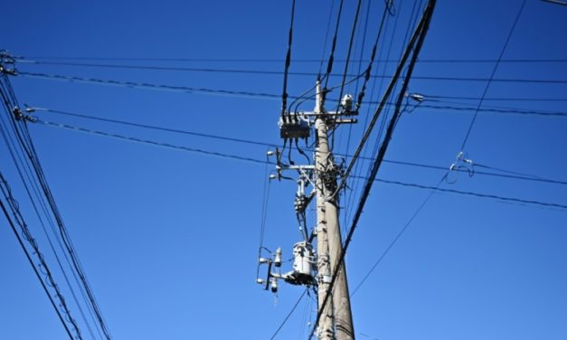 Chinese Man Causes Outage after Sit-ups atop Power Pole