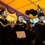 Graduating Hong Kong Students Display Banned Pro-Democracy Slogans