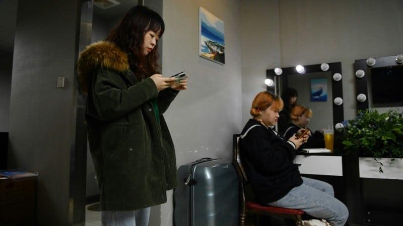Comedians Yang Mei and Qiqi