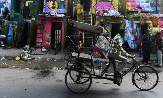 Artists Murals Gives Delhi Slum a Colorful Makeover