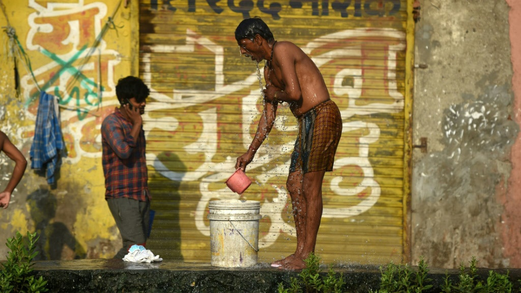 Dharavi's Narrow Alleys a Virus Perfect Breeding Ground.afp