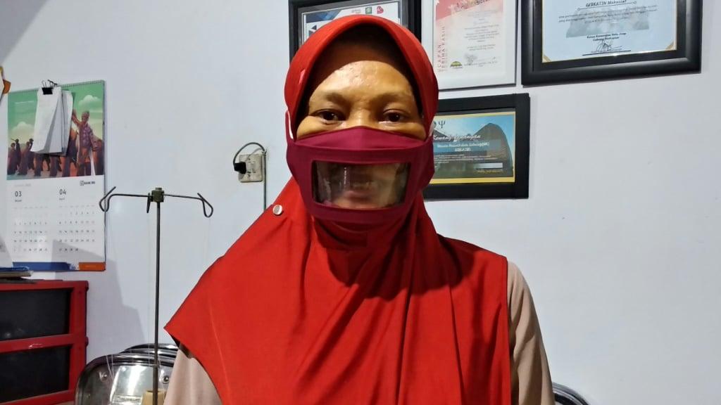 Faizah Badaruddin Making See-Through Masks to Help Fellow Deaf People.afp