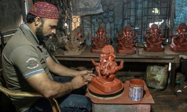 Indian Muslim Artisan Fights Virus Slowdown with Hindu Idols