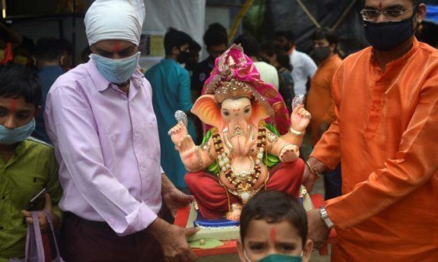 Virus Curbs See Elephant Idols Shrunk for Major Indian Festival
