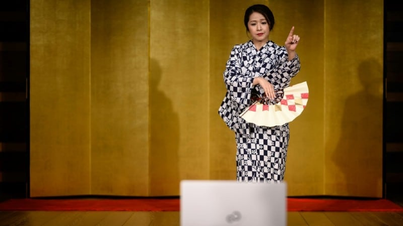 Geisha Performing Online.afp