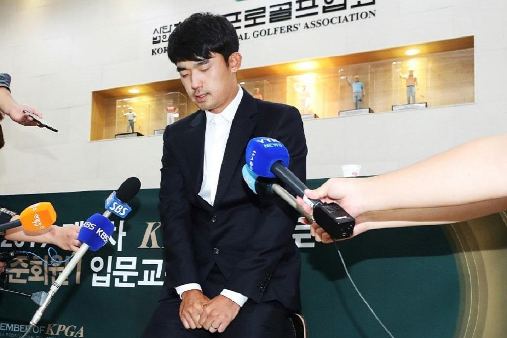 Golfer Banned © AFP