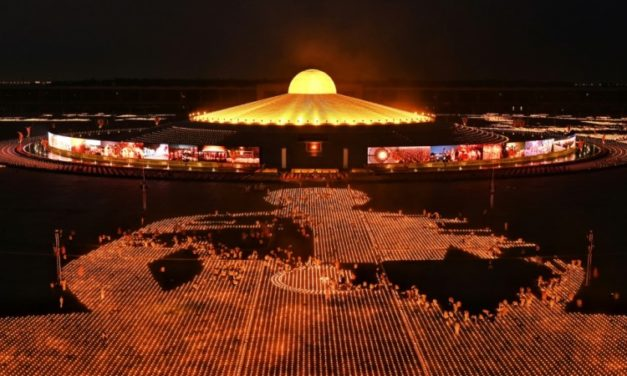 Thai Buddhist Sect Attempts World Record With 330,000 Candles