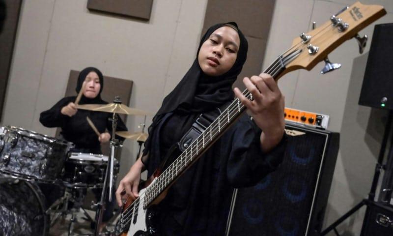 Hijab-wearing Headbangers