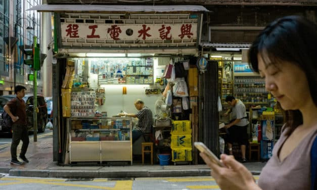 Hong Kong Protestors Support Businesses by Shopping 'Yellow'