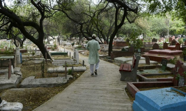 Pandemic Dead Give New Delhi Gravedigger Sleepless Nights