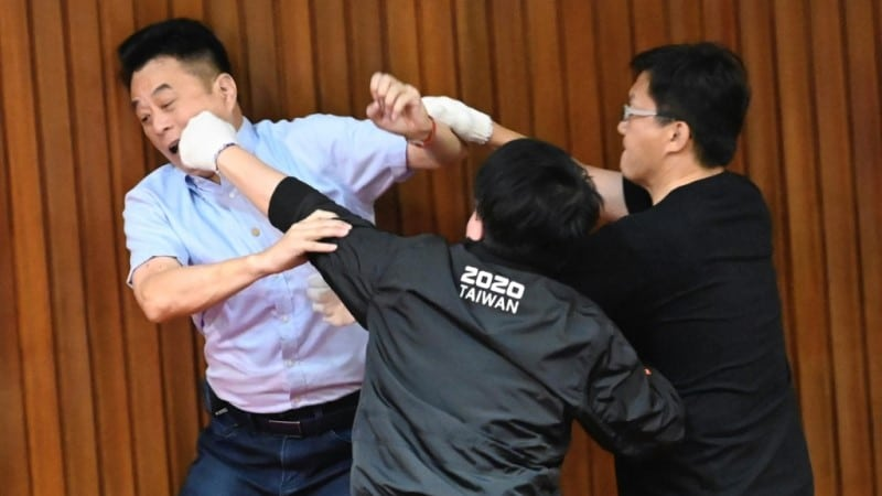 KMT vs DPP Lawmakers