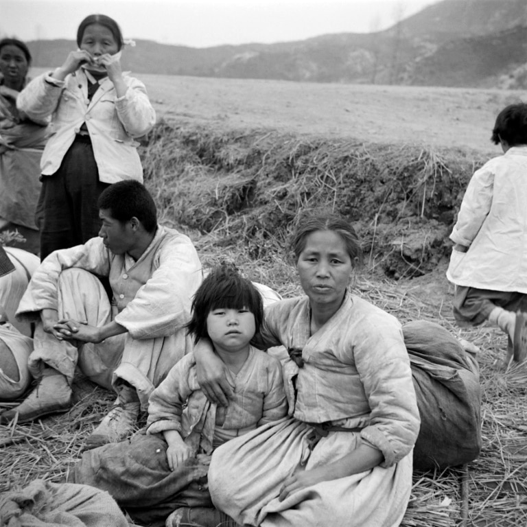 Korean Refugees Forced to Flee in 1951.afp