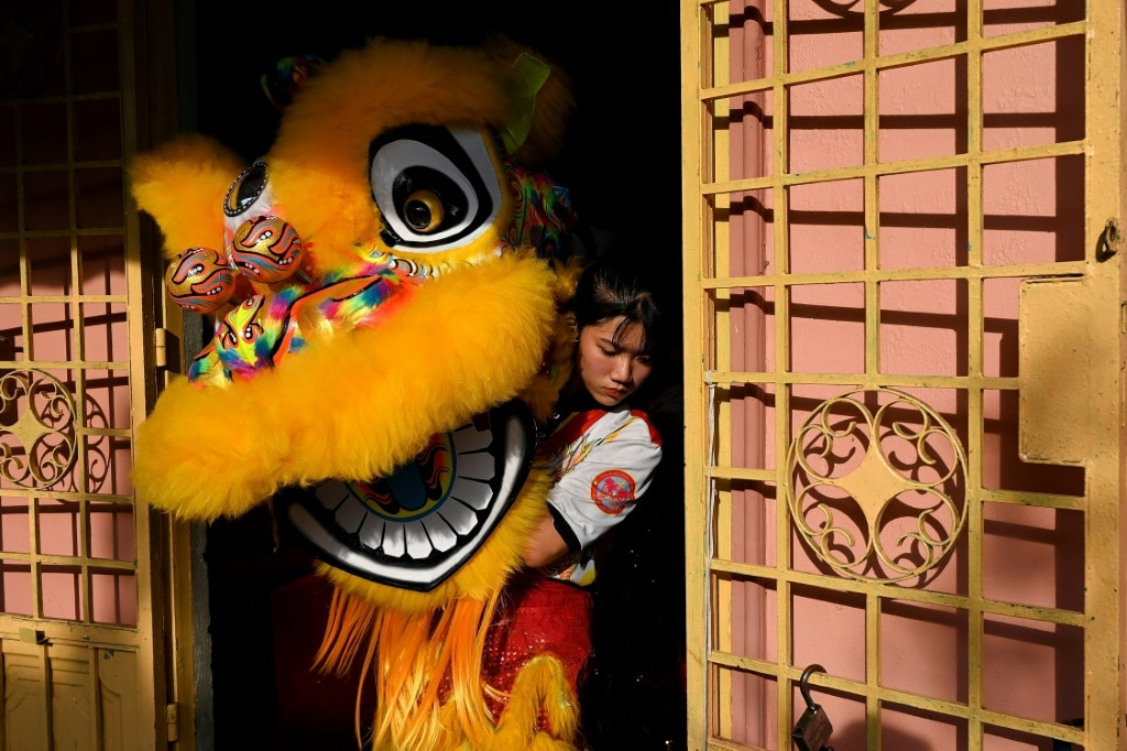 Lion Dancer Nguyen Thuy Huong