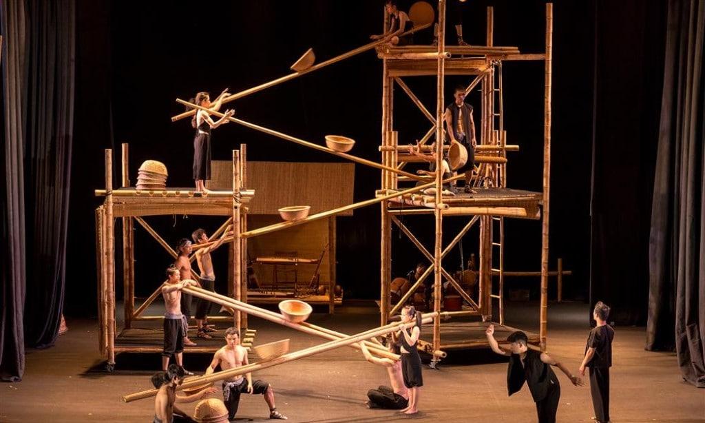Lune - Bamboo Circus