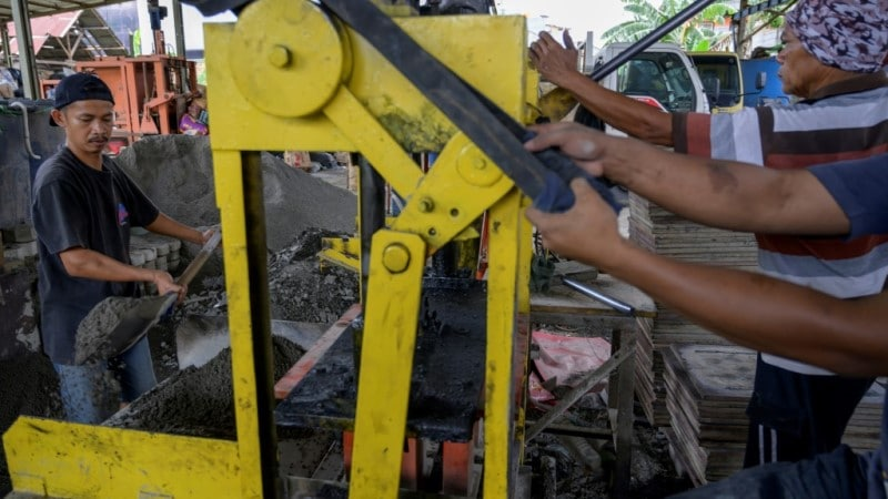 Making Bricks from Plastic Waste