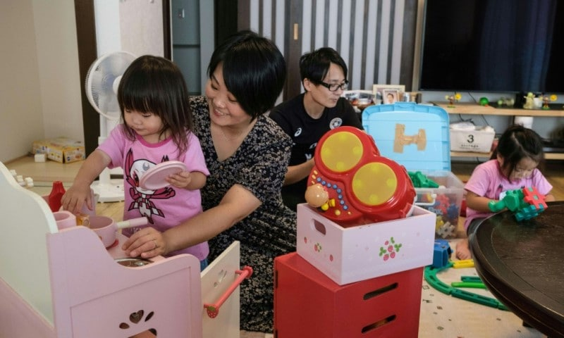 Manami Ito Raising Her Daughters