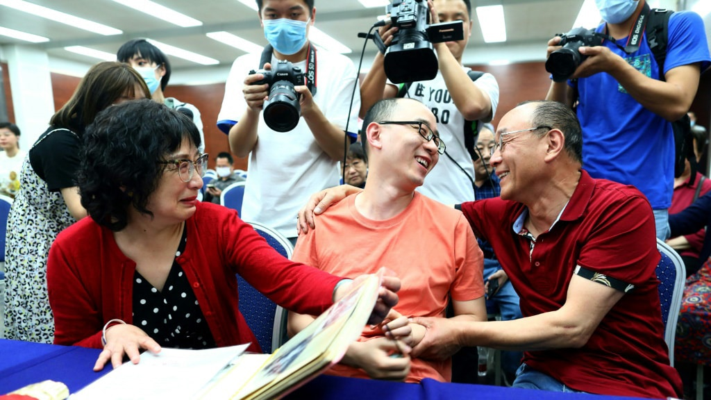 Mao Yin's Tearful Reunion with his Birth Parents.afp