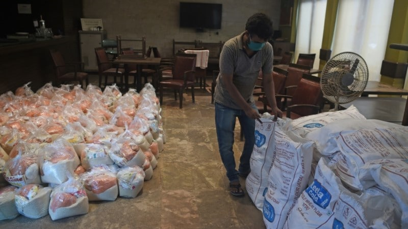 Mumbai Press Club Prepared Food Packets for the Laid off Journalists During the Pandemic.afp