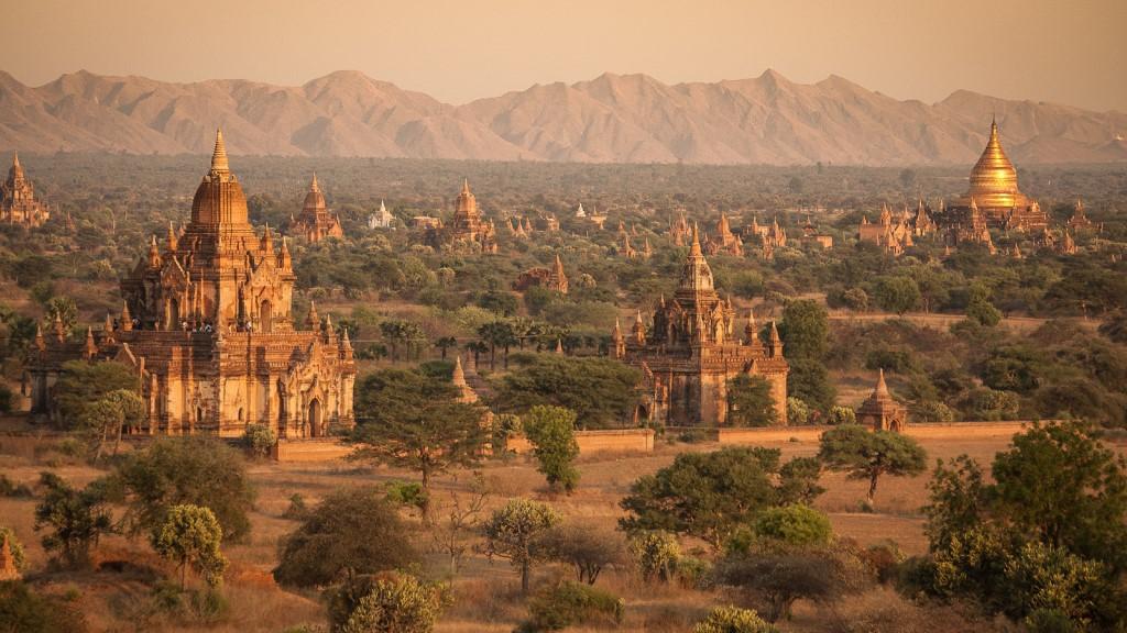 Myanmar - Temples in Bagan