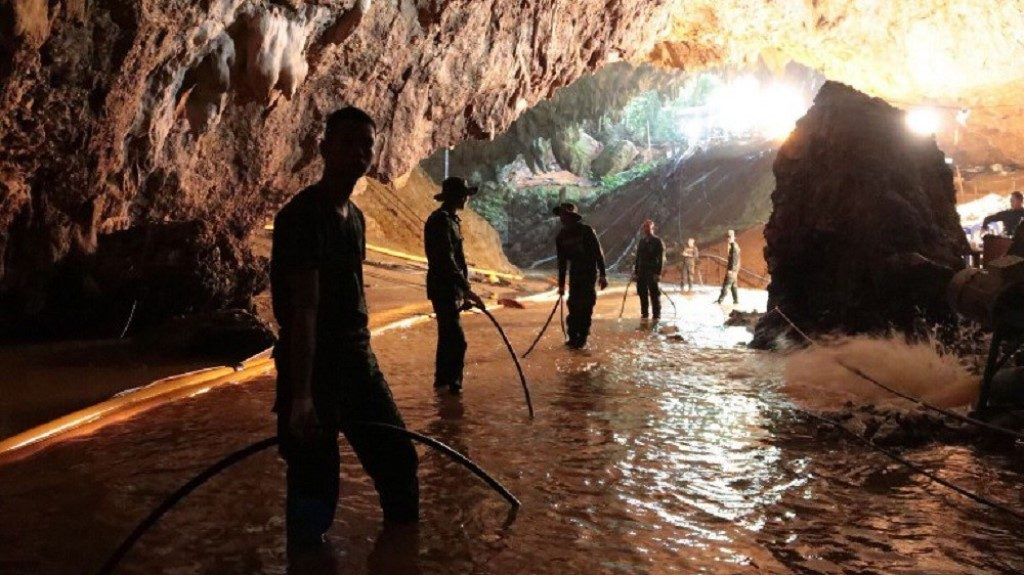 Navy Soldiers Flooding the Tham Luang Cave During Rescure - AFP PHOTO - Royal Thai Navy