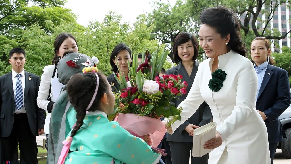 Peng Liyuan Visiting Changdeokgung Palace, Seoul