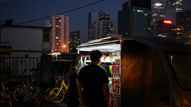 Photos of Streets Crammed with Stalls and Car Boot Sales Viral on Weibo.afp