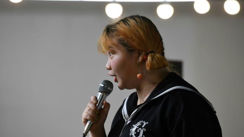 Qiqi Criticized for Swearing