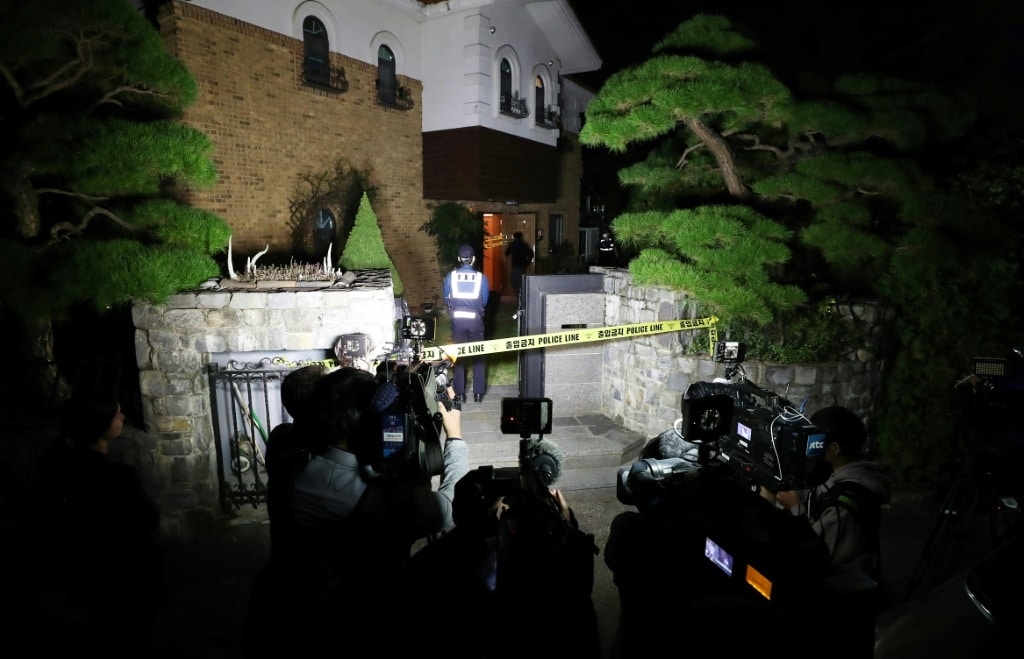 Reporters Outside Her Home ©AFP
