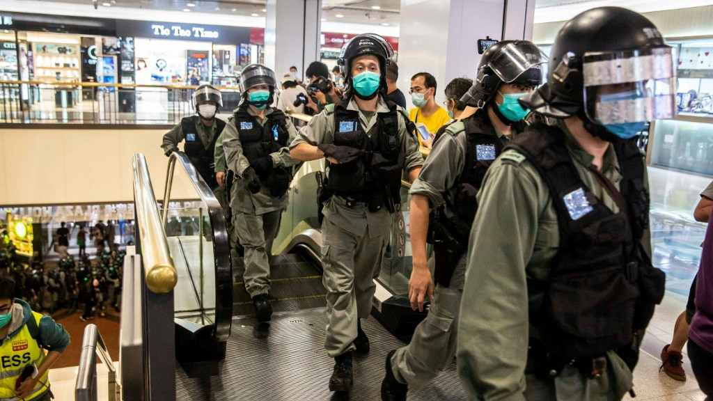Riot Police Rush in Malls to Disperse Activists.afp