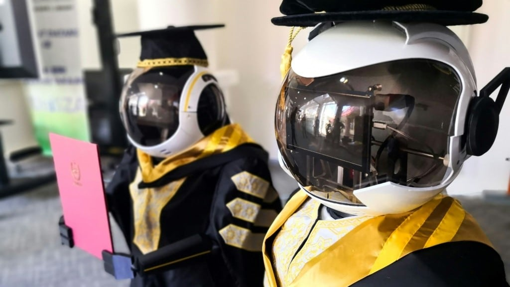 Robot Graduation Ceremony in Malaysia.afp