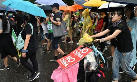 Chinese Could be Barred Entry to Taiwan Over Anti-HK Violence