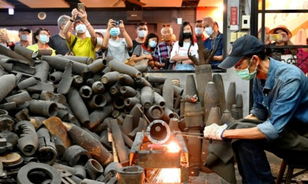 Taiwan Blacksmith Turns Artillery Shells into Kitchen Knives