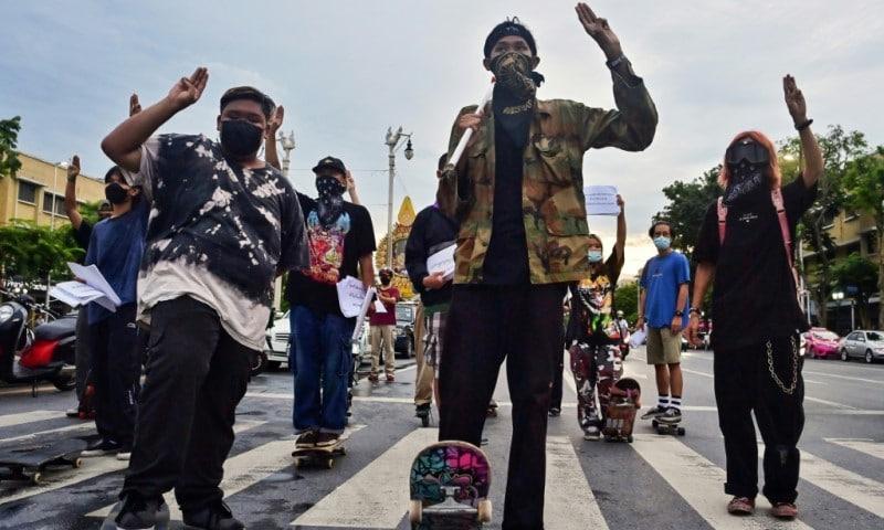 Thai Skateboarders Rally for Democracy