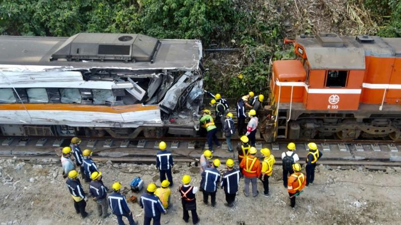 Train Crash Recovery Crews