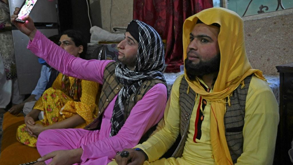 Transgender People Gather During the Ramadan in Rawalpindi.afp