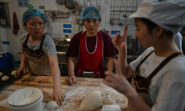German Bakery Employs Mainly Hearing-Impaired Chinese Workers