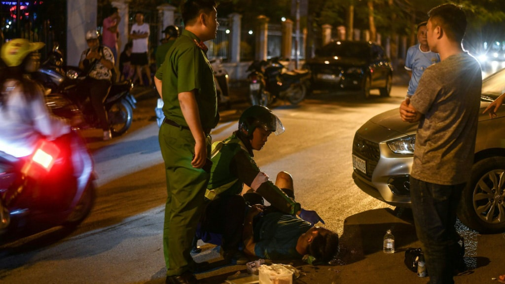 Victims Often Waits for Help as Congestion Blocks the Path for Medics.afp