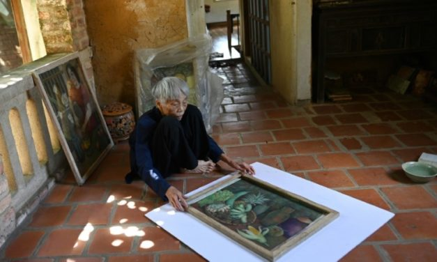 89 Year-Old Vietnamese Artist Gets First Solo Exhibit