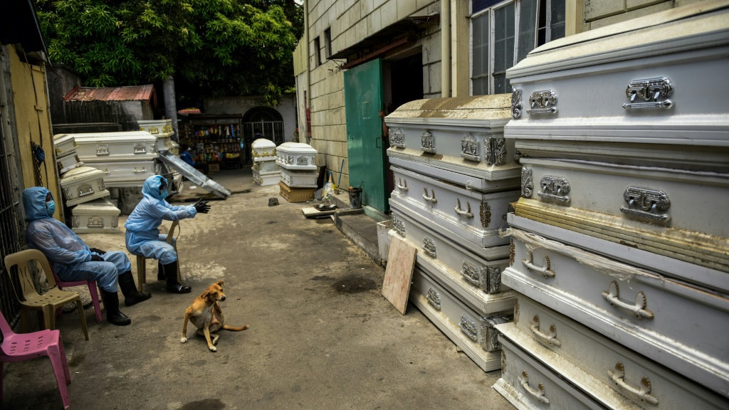 Workers at a Crematorium in Manila.afp