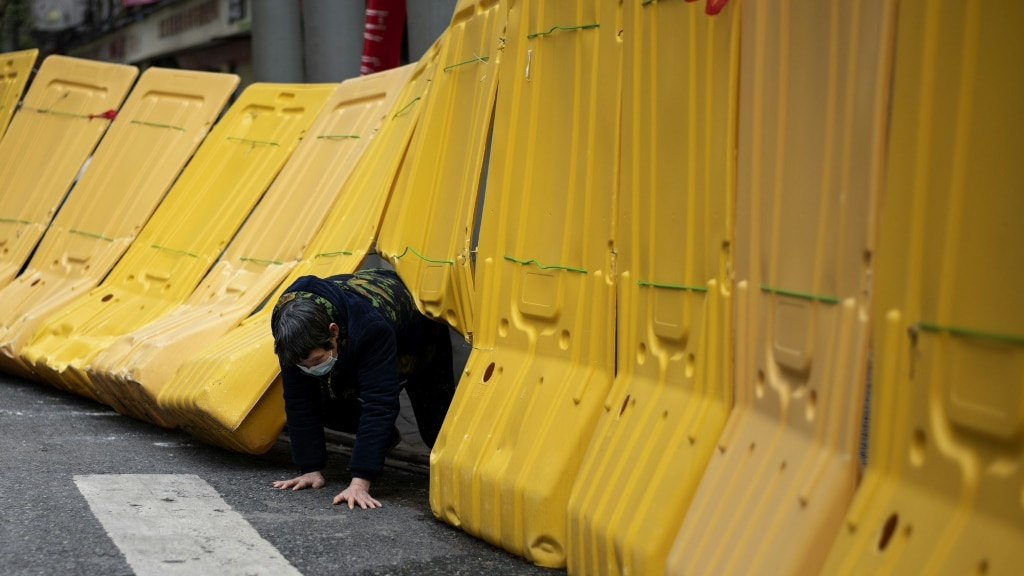 Yellow Barriers Wuhan.afp